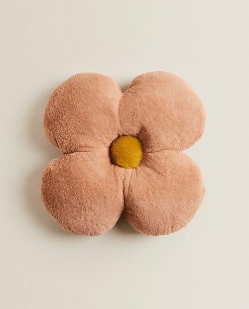 Oferta de Almofada Flor Pelo Sintético por 15,99€